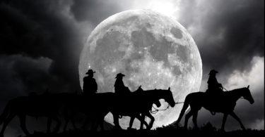 night-trail-riding