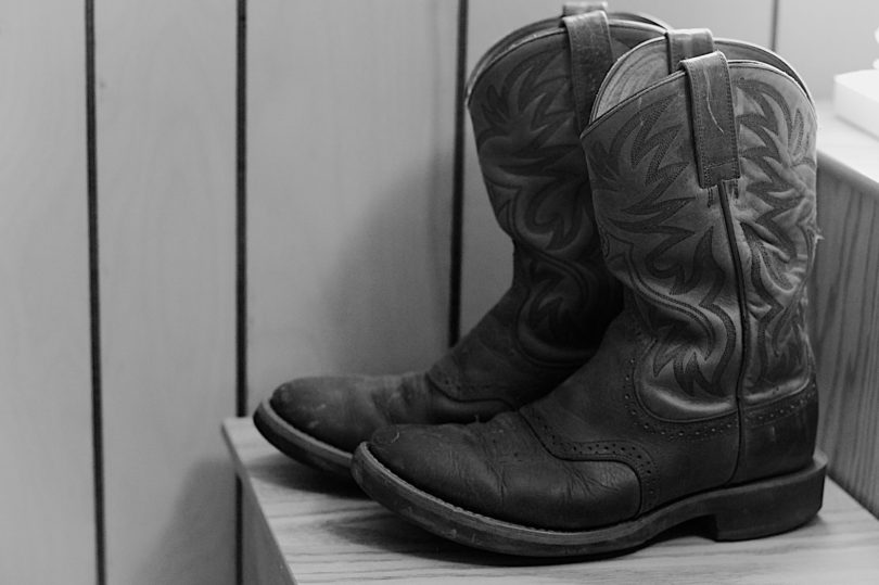 comfortable ariat boots black and white