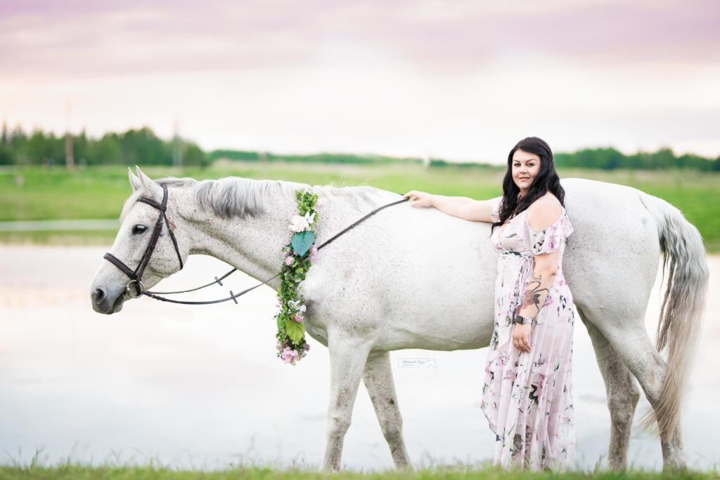 horse photo shoot grey